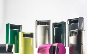 Avfallsbeholder med den fargen du ønsker. Matriale er pulverlakkert og rustfritt stål. Volum 60 liter