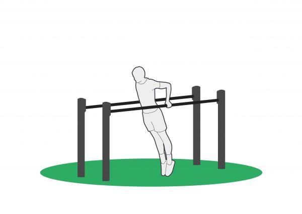 Trening på dip low apparat for utendørs trening