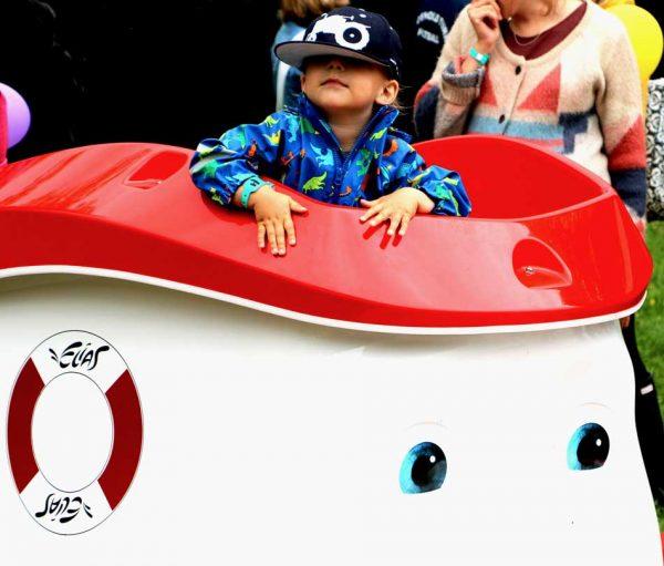 Båt til lekeplassen rød og hvit