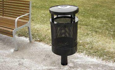 Avfallsbeholder med askebeger i lokket. Volum 55 liter