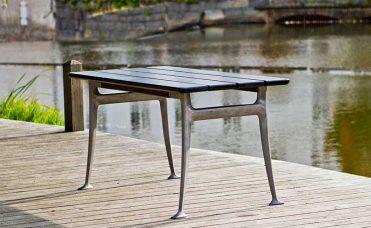 Furu bord frittstående sort