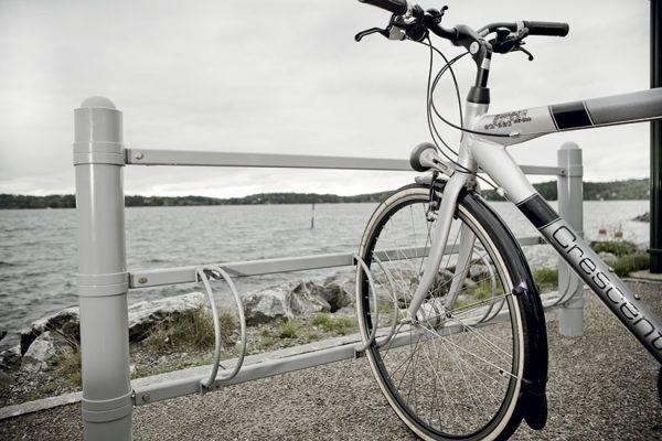 Strøget sykkelstativ høyde 90 cm lengde 2meter